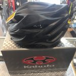KAPELMUUR × OGK KABUTO 限定ヘルメットが入荷です!